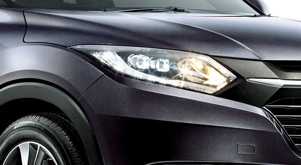 ruse black metallic Honda HR-V front light